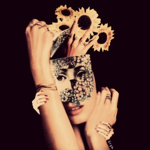 """""""Como Se Eu Fosse Flor"""". Se você fosse uma flor, que flor seria? Imagine-se como uma. Como seriam suas pétalas, sua cor? Precisaria de muita água? Ou aguentaria o tempo seco? E luz, receberia muita ou só desabrocharia a noite? Delicada ou rústica? Imagine-se flor e reggae-se."""